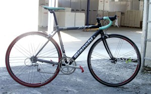 Недорогой шоссейный велосипед с алюминиевой рамой