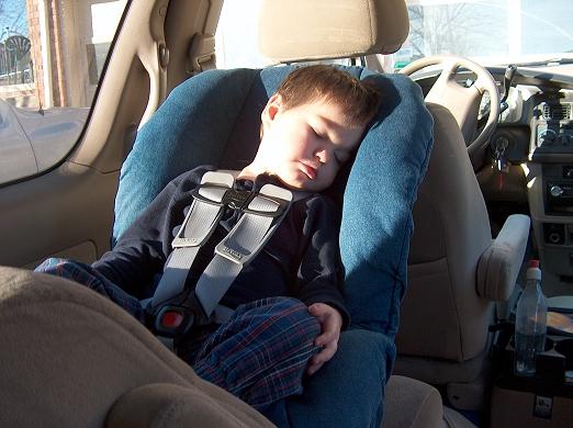 Автомобильные кресла для детей в автомобиле максимальный вес