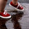 Как выбрать первую обувь ребенку и провести примерку?