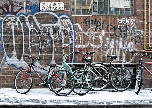 Горные велосипеды на стоянке