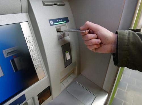 Как действовать, если банкомат не выдал деньги, но списал их со счета?